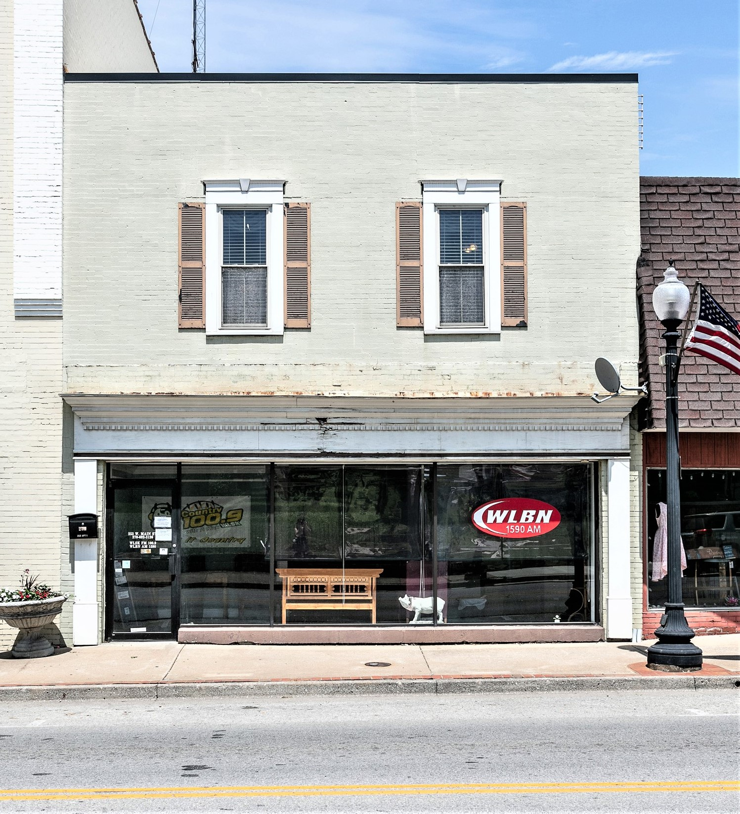 253 W. Main Street – Lebanon Commercial Building w/ Upstairs Apartment For Sale Or Lease