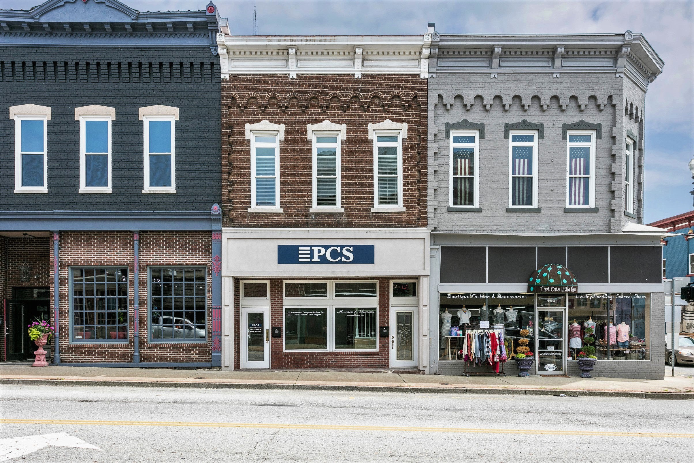 150 & 152 W. Main Street – Lebanon Commercial Building w/ Upstairs Apartment (Former PCS Building)