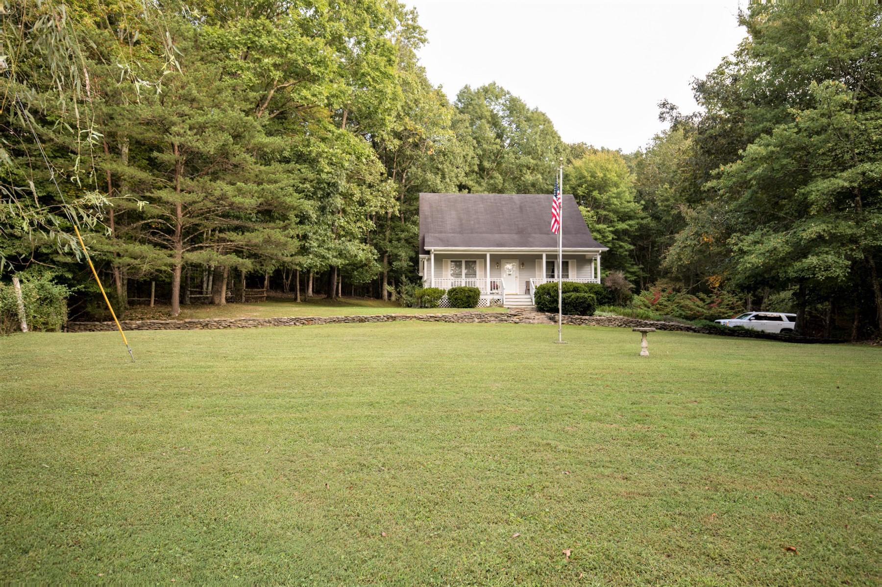 5845 Bradfordsville Highway – Lebanon Home – 39.75 Acres – Lots of Marketable Timber
